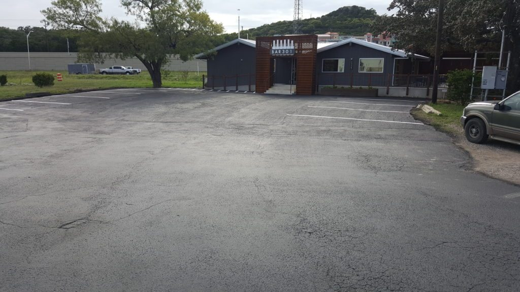 commercial sealcoat and striping
